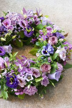 Beautiful Flower Wreath in lilac and purple Diy Wreath, Door Wreaths, Wreath Ideas, Funeral Flowers, Wedding Flowers, Corona Floral, Raindrops And Roses, Sympathy Flowers, Deco Floral