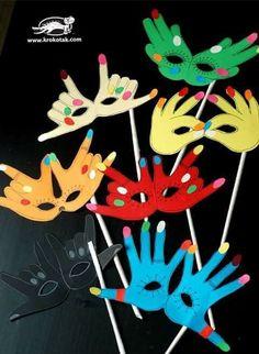 Idée Pinterest : des masques de carnaval avec des mains - LocaZil
