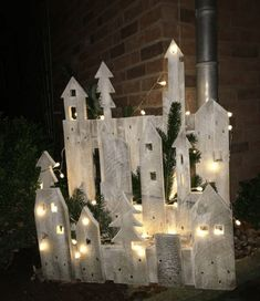 Winterlandschaft der Europaletten Winter landscape of euro pallets landscape Christmas Fairy Lights, Christmas Village Display, Merry Christmas Sign, Christmas Wood Crafts, Pallet Christmas, Noel Christmas, Outdoor Christmas Decorations, Rustic Christmas, Christmas Projects