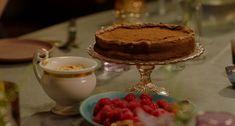 Nigella Lawson sunken chocolate amaretto cake with crumbled amaretti cream recipe - Trend Girlie Christmas Party 2019 Chocolate Almond Cake, Almond Cakes, Chocolate Recipes, Sweet Recipes, Cake Recipes, Dessert Recipes, Desserts, Nigella Lawson, Greek Yoghurt Recipes