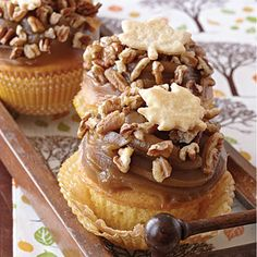 Pecan Pie Cupcakes- quintessential dessert of fall. Crunchy toasted pecans and buttery Piecrust Leaves enhance the rich creamy frosting for a cupcake you'll make again and again. Pecan Pie Cupcakes, Yummy Cupcakes, Cupcakes Fall, Thanksgiving Cupcakes, Pecan Pies, Gormet Cupcakes, Icing Cupcakes, Apple Cupcakes, Raspberry Cupcakes
