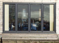 window style for garden facing Large Windows, Windows And Doors, Dormer Bungalow, Sunroom Windows, Window Frames, Window Ideas, Industrial Windows, Bungalow House Design, Houses