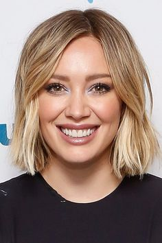 Pin for Later: Will These Celebrity Short Cuts Encourage You to Go For the Chop? Above Shoulder Hair, Above The Shoulder Haircuts, Short Shoulder Length Hair, Mom Hairstyles, Cute Hairstyles For Short Hair, Celebrity Hairstyles, Short Hair Cuts, Hilary Duff Short Hair, Hilary Duff Makeup