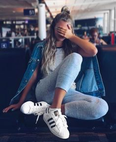 Wheretoget - Black & white striped tee-shirt, blue denim jacket, grey sweatpants and white Adidas sneakers with black stripes
