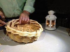 Los clientes de NansaNatural durante su fin de semana aprenden a realizar cestos de mimbre (@nansanatural)   Twitter Wicker Baskets, Picnic, Twitter, Natural, Decor, Bushel Baskets, Wicker, Tourism, Decoration
