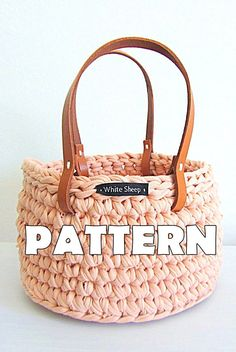 CROCHET BASKET PATTERN/ Basket with handles/ Instruções de Cesto em crochet This listing is for the crochet pattern only and does not include a final product. Crochet basket is a perfect add to your h Crochet Socks, Crochet Shawl, Crochet Clothes, Crochet Baby, Crochet Skirts, Irish Crochet, Free Crochet, Crochet Headband Pattern, Crochet Basket Pattern