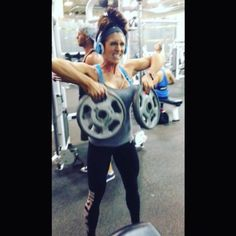 One of my fav shoulders exercises to finish off with. Upright rows using plates. Lose Lower Belly Fat, Lose Belly, Fat Belly, Best Weight Loss, Weight Lifting, Tone Arms Workout, Bodybuilding Videos, Beauty Tips For Girls, Alexia Clark