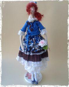 Interior muñeca Tilda es estilo boho. La muñeca se presenta en un solo ejemplar. Falda con gradas, volantes de seda natural. Será un regalo maravilloso, así como para complementar su interior. Zapatos hechos a mano.