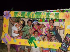 Resultado de imagen para make a postcard frame for taking photos at parties Aloha Party, Luau Theme Party, Party Fiesta, Hawaiian Luau Party, Hawaiian Birthday, Hawaiian Theme, Tiki Party, 50th Birthday Party, Party Themes