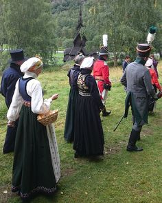 Brurefylgje frå aust og vest på veg til stavkyrkja. Opning av i går. Folk Costume, Costumes, Bridal Crown, Norway, Vest, Instagram Posts, People, Folklore, Birth