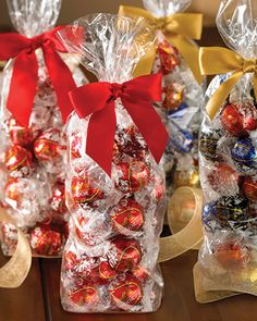 25 Days of Chocolate: Day 6! Luscious LINDOR truffle 28-pc gift bags are 3 for $30 at Lindt Chocolate Shops and online.