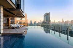 Piscine rooftop à Bangkok