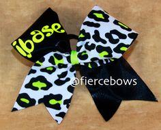 Amazing base cheer bow!!.✌️