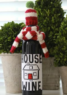 free knitting pattern for a wine bottle hat & scarf {great gift & quick to knit!}