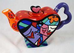 BRITTO Kiss Heart Mini Teapot