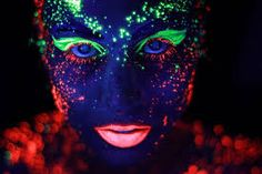 Neon green and red makeup! glow in the dark neon makeup! Rave Face Paint, Neon Face Paint, Body Paint, Neon Painting, Light Painting, Painting Art, Neon Photography, Amazing Photography, Portrait Photography
