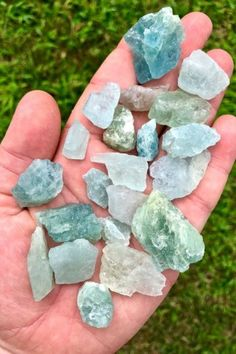 10 Crystals for Calming Anger & Relieving Stress - Raw Aquamarine Crystal – Raw Aquamarine Stone – Aquamarine Raw – Healing Crystals and stones – raw aquamarine – Throat Chakra Crystals Reiki Stones, Healing Stones, Stones And Crystals, Crystal Healing, Aquamarine Crystal, Aquamarine Jewelry, Quartz Crystal, Throat Chakra Crystals, Golden Rutilated Quartz