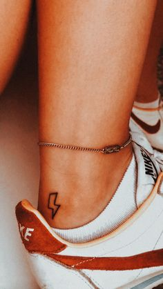 - tattoo feminina - You are in the right place about tattoo femini - Mini Tattoos, Wörter Tattoos, Dainty Tattoos, Paar Tattoos, Pretty Tattoos, Beautiful Tattoos, Body Art Tattoos, Small Tattoos, Tatoos