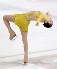 Figure Skating Queen YUNA KIM Figure Skating Moves, Figure Skating Dresses, Athlete Costume, Rhythmic Gymnastics Costumes, Figure Ice Skates, Skate 3, Catch, Kim Yuna, Ice Dresses