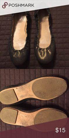 Banana Republic gold and black flats. EUC. Sz 10. Banana Republic gold and black flats. EUC. Sz 10. Banana Republic Shoes Flats & Loafers