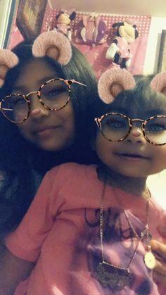 Round Sunglasses, Sunglasses Women, My Babysitter, Fashion, Moda, Round Frame Sunglasses, Fashion Styles, Fashion Illustrations