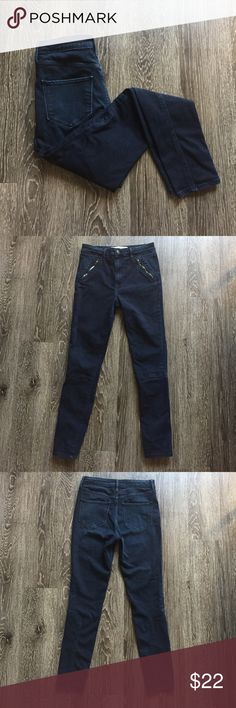 Abercrombie & Fitch high waisted skinny jeans Gently worn pair of dark wash high waisted skinny jeans. There are faux pockets on the front with diagonal zippers and seams below the knee to add detail. Abercrombie & Fitch Jeans Skinny
