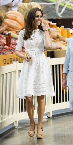 Kate Middleton in Australia wearing Zimmermann dress & Stuart Weitzman wedges Looks Kate Middleton, Kate Middleton Prince William, Kate Middleton Outfits, Stuart Weitzman, Day Dresses, Cute Dresses, Summer Dresses, Dressy Dresses, Winter Dresses