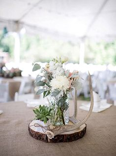Elegant and rustic summer wedding centerpiece with a log slice antler decoration centerpieces on budget fall . Tree Wedding, Wedding Signs, Diy Wedding, Wedding Flowers, Wedding Ideas, Wedding Rustic, Wedding Ceremony, Wedding Advice, Spring Wedding