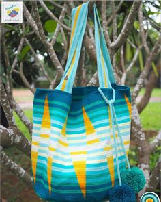 24 отметок «Нравится», 2 комментариев — Wayuu Bags &Bikini etc. (@wayuukiss) в Instagram: «Wayuu bag one strand รุ่น Beach Tote bag SuSu accessories ⭕️Sold out⭕️ •ฐาน 13นิ้ว สูง 14 นิ้ว…» Tapestry Bag, Tapestry Crochet, Hand Knit Bag, Denim Ideas, Crochet Tote, Tote Pattern, Beach Tote Bags, Knitted Bags, Crochet Patterns