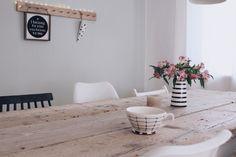 In diesem Beitrag erzähle ich euch, wie wir unseren Esstisch aus alten Baudielen gebaut haben. DIY Esstisch selber bauen.