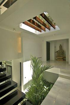 New interior stairs design window ideas Interior Garden, Home Interior Design, Exterior Design, Interior Architecture, Interior And Exterior, Villa Design, House Design, Floor Design, Patio Design