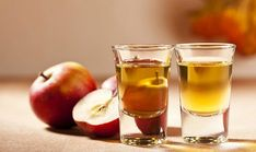 Apple cider vinegar as skin care. Via Apple cider vinegar (ACV) has long been used as a natural hair care product to promote healthy hair in both men and woman. Diabetic Breakfast, Diabetic Snacks, Diabetic Recipes, Banana Breakfast, Easy Recipes, Vinegar For Acne, Vinegar Uses, Cleaning Vinegar, Cleaning Hacks