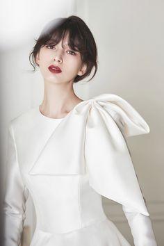 로브드케이 ROBE DE K Ruffle Blouse, Indoor, Celebs, Gowns, Pure Products, Models, Bride, Wedding Dresses, Lace