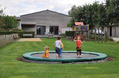 Ruime vakantiewoning voor max. 22 personen gelegen in de Kempen. Kom genieten samen met je familie of vrienden in De Wildeman. Fiets- en wandelvakantie in Retie. Groepsverblijf.