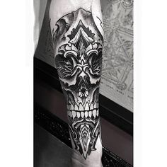 Geometrical Skull Wrist Piece From Orge! #geoemtry #geometrical #skull #dotism #dotwork #sleeve #blackwork