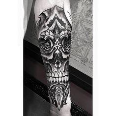 Geometrical Skull Wrist Piece From Orge! #geoemtry #geometrical #skull #dotism #dotwork #sleeve #blackwork