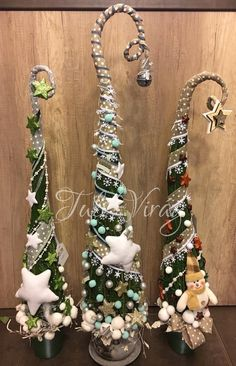 www.tulivirag.hu Merry Christmas To You, Christmas Holidays, Christmas Wreaths, Christmas Decorations, Christmas Ornaments, Victorian Christmas Tree, Xmas Tree, Grinch Trees, Holiday Crafts