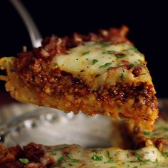 Transform your leftover pasta dinner into a delicious savory pie. Dinner With Ground Turkey, Recipes With Ground Turkey, Ground Turkey Spaghetti, Recipes With Ground Beef, Hamburger Meat Recipes Ground, Ground Beef Pasta, Ground Sausage, Recipe For Spaghetti Pie, Spaghetti With Meat Sauce