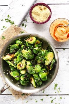 Crispy Garlic Brussels Sprouts with Sriracha Aioli
