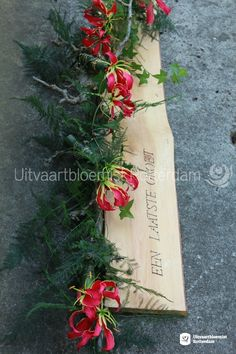 Modern • rouwbloemwerk • rouwstuk • Gloriosa • hout • letters • tekst • boodschap • persoonlijk • Rotterdam, Sack Bag, Funeral Flowers, Gift Wrapping, Modern, Gifts, School, Floral Design, Grief Loss