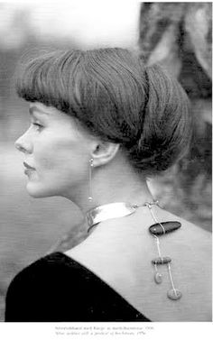 VIVIANNA TORUN BüLOW wearing one of her necklaces. So ahead of her time.