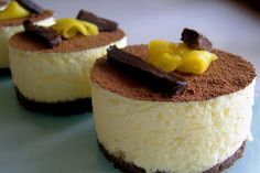 Tartitas de Mango y Chocolate http://www.lacocinadeauro.com/index.php/2009/07/20/tartitas-de-mango-y-chocolate/