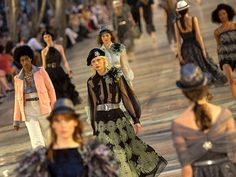 Runway Looks From Chanel Cruise 2016\17 In Cuba