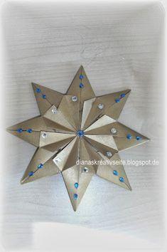 Ich falte, falte und falte. Ich glaube, ich habe bald Schwielen an den Fingern. Eine kleine Auswahl meiner verschiedenen Origami - Sterne...