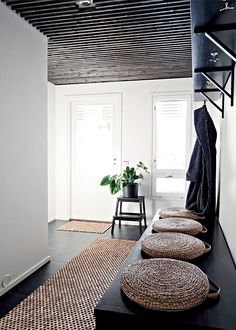 More often than not, your home's entryway is the place that sends you off to tackle your day. Use these tips to create a stunning entryway. Interior Architecture, Interior And Exterior, Deco Zen, Entry Hallway, Black Hallway, Hallway Ceiling, Interior Design Inspiration, Living Spaces, Sweet Home