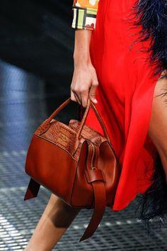 See detail photos for Prada Spring 2017 Ready-to-Wear collection. Diese und weitere Taschen auf www.designertaschen-shops.de entdecken