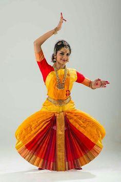 Folk Dance, Dance Art, Dance Music, Kathak Dance, Yellow Costume, Indian Classical Dance, Bollywood, Dance Poses, Dance Pictures