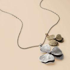 Pretty flower necklace.