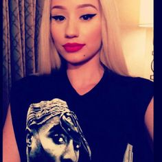 Iggy Azalea, say what you want about her but her makeup is on point.
