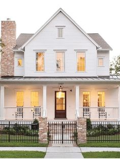 The Best Classic White Farmhouse Exterior Inspiration - A huge collection of Farmhouse inspiration that is classic yet completely on-trend showcasing white exteriors and some modern farmhouse touches. White Farmhouse Exterior, Farmhouse Design, Rustic Farmhouse, Farmhouse Style, Farmhouse Homes, Future House, My House, Farm House, Homestead House